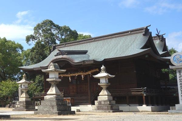 賀茂神社の拝殿の写真